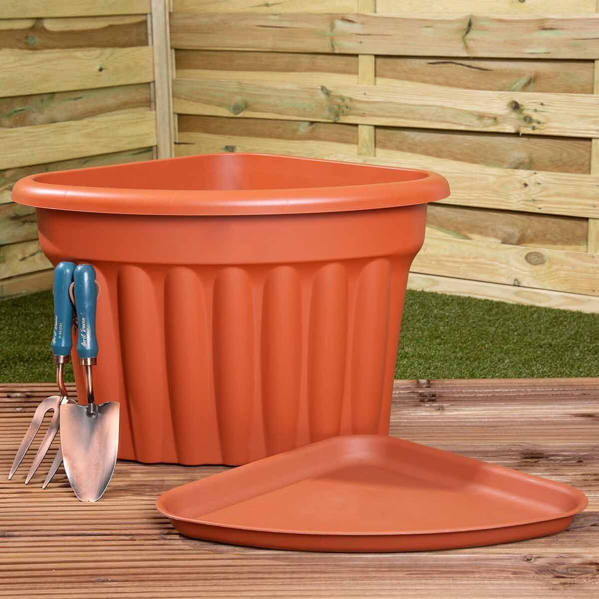 Wham Vista Traditional Corner Planters with Tray 49cm Set of 3 Terracotta